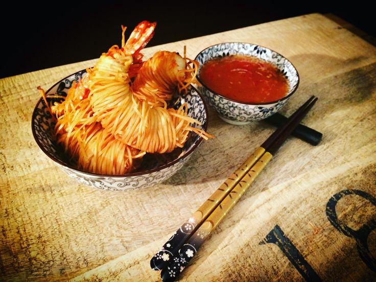 #gamberoni #kataifi #sweetchillisauce #coccantefuoriemorbidodentro #fingerfood #seafood #prawns #unotiralaltro #zenzeroincucina  https://zenzeroincucina.com/2016/10/12/code-di-gamberoni-in-pasta-kataifi-e-salsa-sweet-chilli-thai/