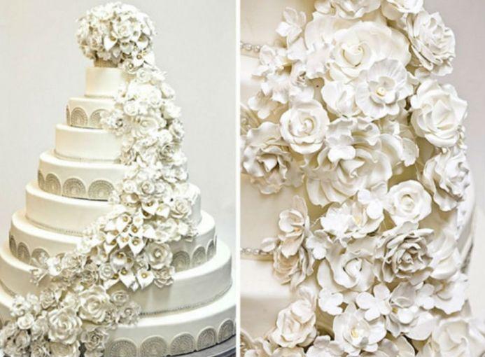 El pastel de Chelsea Clinton y Marc Mezvinsky pesó más de 220 kilogramos y superó el metro de altura. Contó con 9 pisos cubiertos de pasta de azúcar y vainilla que formaron cerca de mil flores. ¿El costo? 11 mil dólares (más de 200 mil pesos).