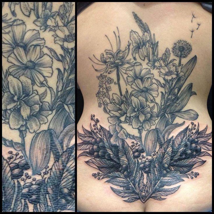 Avec des influences tel que Albrecht Dürer ou Gustave Doré connu pour leurs gravures, la tatoueuse Maud Dardeau est devenue incontournable