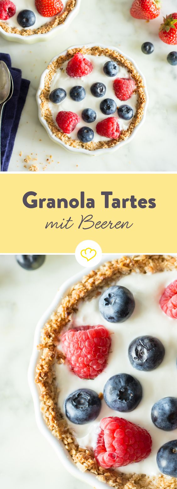 Für einen wirklich guten Morgen brauchst diese Granola Tartes, mit einem knusprigen Haferflocken-Mandel Teig, frischem Joghurt und saftigen Beeren.