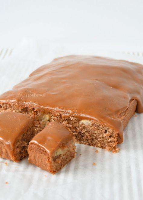 Bij deze appel-kaneel fudge cake lik je je vingers af. Het is een eenvoudig bakrecept en de laag fudge kun je op twee verschillende manieren maken.