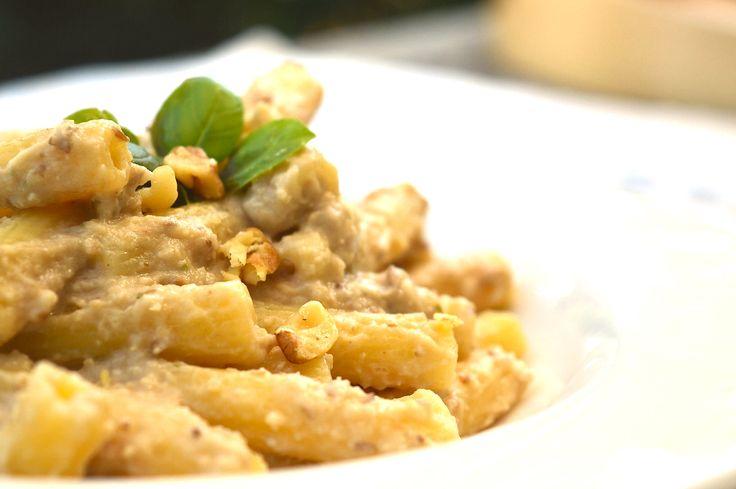 Il pesto di melanzane e noci Bimby è un buon pesto senza pomodoro. Cremoso e versatile, puoi usarlo su tartine o con la carne. Una ricetta light