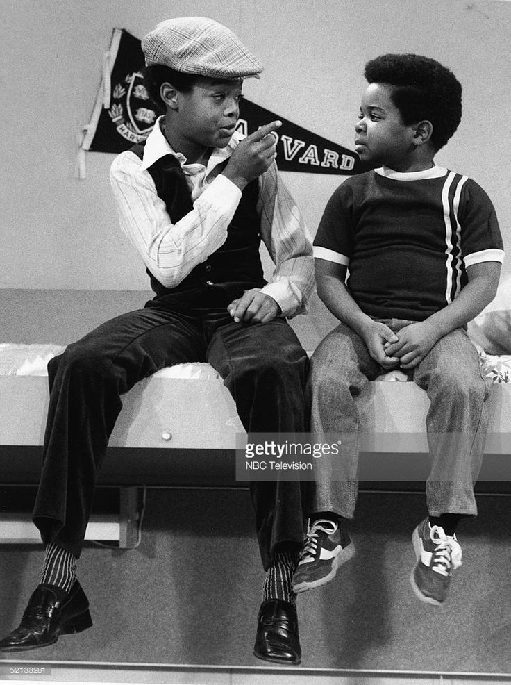 American actor Todd Bridges (as Willis Drummond) gives Gary Coleman (as Arnold Drummond) some brotherly advice on the set of 'Diff'rent Strokes,' 1979.
