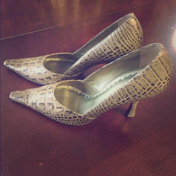 Green Snakeskin Bcbg Pumps 8 5 Gently Worn Shoes Heels