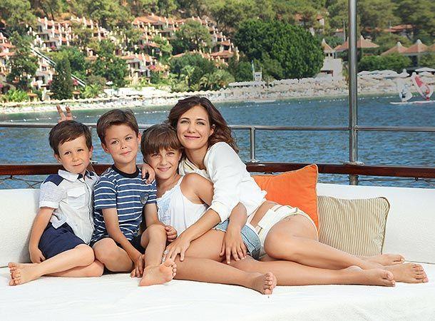 Актриса  Екатерина Климова - работающая мама.  У  нее  трое  детей.