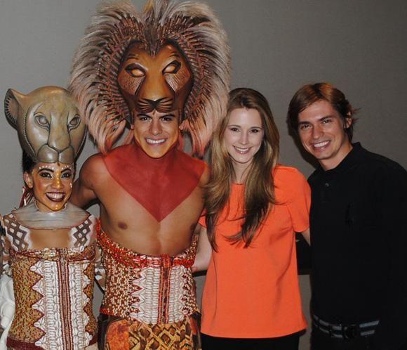Carlos Baute y Astrid Klisans, fans del musical 'El Rey León' en Madrid #cantantes #famosos