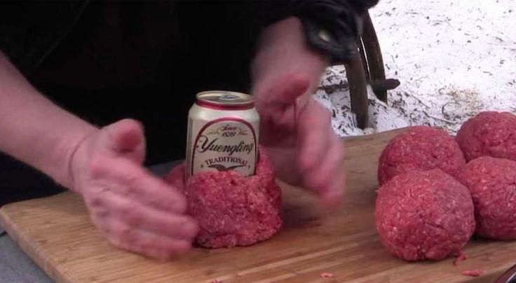 Il enroule une canette de bière dans du steak haché… Le résultat final? SUCCULENT!
