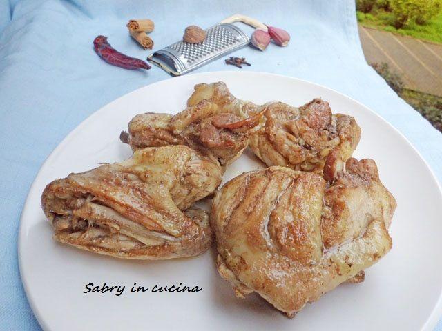 Share: Buongiorno! oggi vi spiego come fare un buonissimo pollo alla giamaicana, una ricetta di Gordon Ramsey! Un pollo speziato, morbido, facilissimo e gustoso! INGREDIENTI (Per 3 persone): 3 cosce e 3 sovraccosce di pollo due cucchiai di salsa Worchester sale peperoncino noce moscata cannella chiodi di garofano due spicchi d'aglio timo curry 4 cucchiai …Read more...