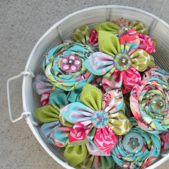 these little fabric flowers are precious creatively