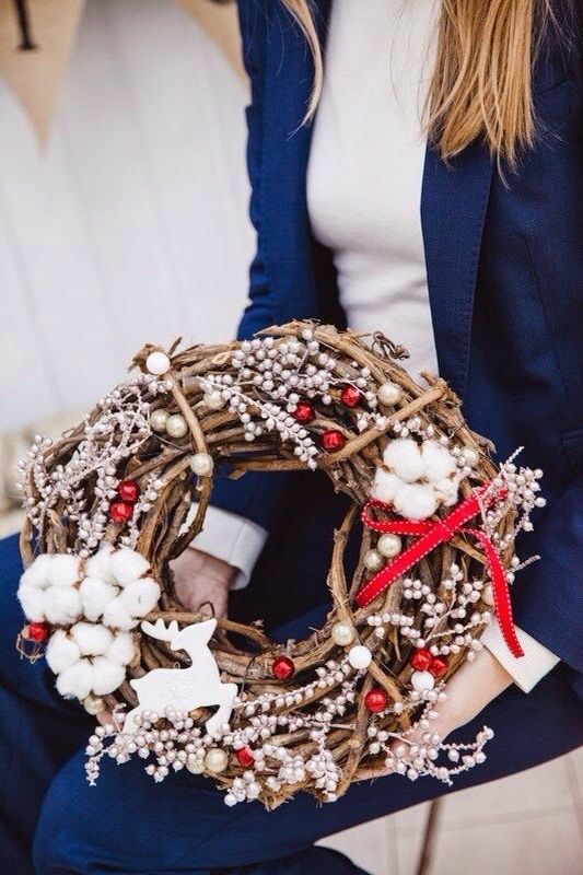 Рождественский венок из лозы с хлопком от whitecamelia.ru / Christmas wreath with cotton by WHITECAMELIA.ru Photo by: warmphoto.com