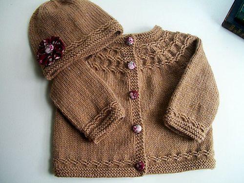 Baby sweater - free pattern DK...3-6 months