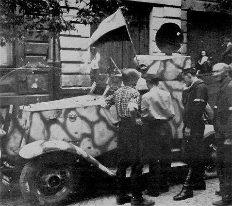 "1 August 1944 at 17:00 Platoons 138 and 139 of the 1st Company ""Longa"", Battalion ""Ruczaj"" attacked the Czechoslovakian consolate at the intersection of ul. Koszykowej and al. Róż. They captured this Panzerspähwagen BA 202(r)"