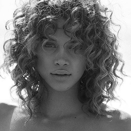 28 Haarschnitte für kurzes lockiges Haar   – DIY – #DIY #für #Haar #Haarschnitte #kurzes