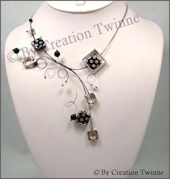 collier de volutes gris et noir collier de par creationtwinne