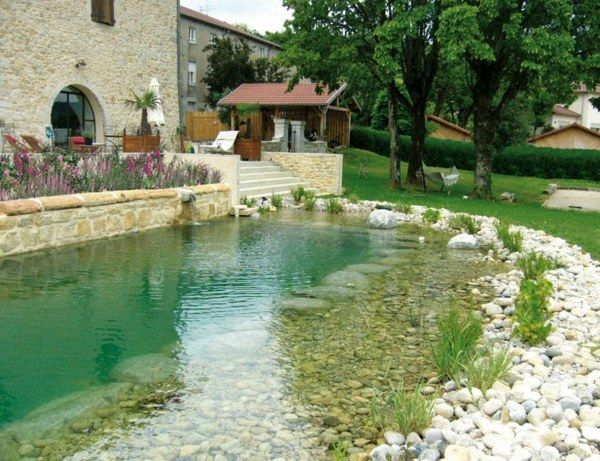 Schwimmteich Steinen Gras Rasen Haus Deko