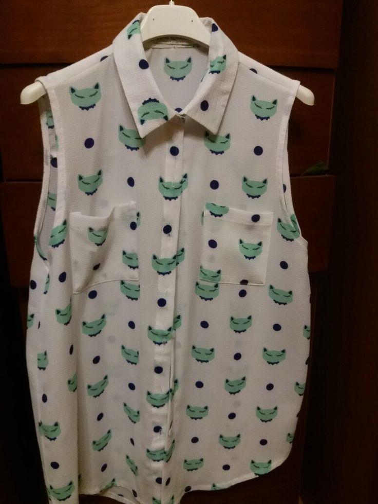 Camicia smanicata con gatto verde  acqua ivix
