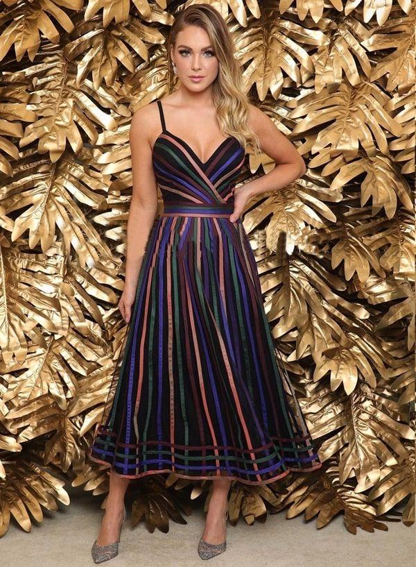 30 vestidos de festa midi para casamentos, formaturas e outras eventos sociais. | Vestido de festa midi in 2019 | Fashion dresses, Wedding guest shoes, Dresses