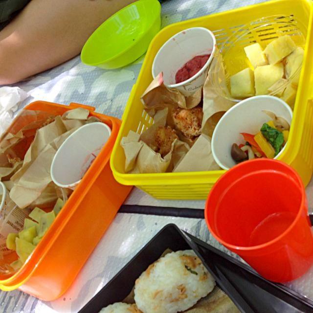 途中でくるみパンを購入してイチゴのコンポートと食べたらうまーっ(≧∇≦) 唐揚げは1キロ揚げました。男三人はよく食べる(^_^;) - 4件のもぐもぐ - 塩鶏唐+サツマイモのレモン煮+パプリカ&ルッコラサラダ+イチゴのコンポート by hanadairo