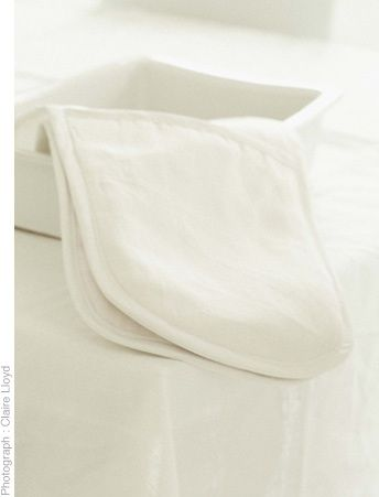 Linen oven gloves. Also available in charcoal linen.  www.thestanleysupplystore.com