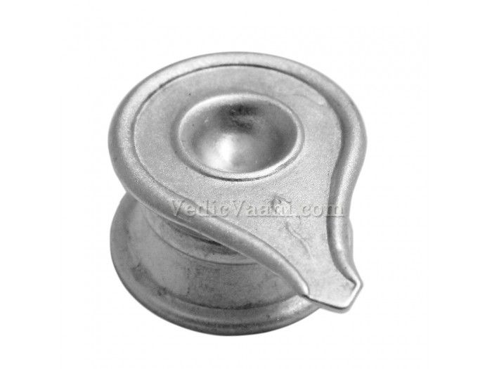 Parad Yonibase buy online from India :  Dimensions: 1 inch (H) x 2.3 inches (L) x 1.6 inches (B) Weight: 215 gms approx The yoni is the creative power of nature and represents the goddess Shakti.The shivlingam represents Shiva, and is usually placed in the yoni. The lingam is the transcendental source of all that exists.The shivlinga united with the yoni represents the nonduality of immanent reality and transcendental potentiality.