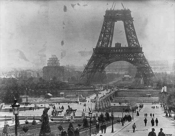 Construccion de la torre EIFFEL en 1888