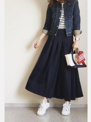 スカート見えして実はパンツ!昨年から大人気のワイドパンツ&ガウチョパンツにスカートが合体したようなアイテムがこの春夏は人気です。