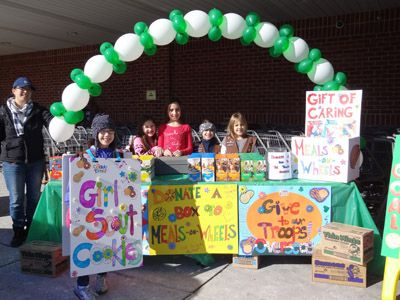 Girl Scout Cookie booth decorations. #BlingYourBooth > bit.ly/1Pxsjfz