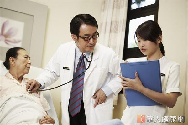 逾半數成人曾健檢 腸胃鏡檢查增加 《遠見》雜誌調查發現,35歲以上民眾有超過一半在近兩年內曾經做過健檢,越來愈重視健康。