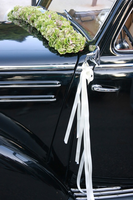 Lovely car flower arrangement #car #flowers #weddings