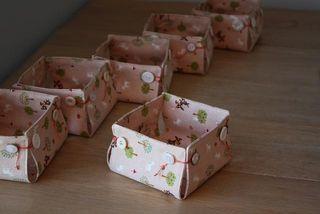 Caixa pequena de tecido pode ser embalagem para presente, embalagem para lembrancinha de festa ou um