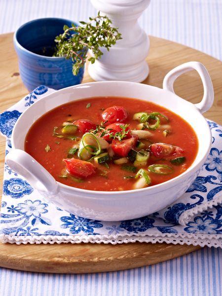 Löffel für Löffel ein Genuss: heiße Suppen für kalte Tage. Und kalte Suppen für heiße Tage. Das Beste: Jedes Suppen Rezept hat weniger als