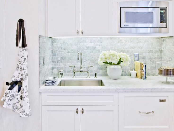 Lovely white kitchen design with marble countertops #marble #home #kitchen #interior #naturalstone