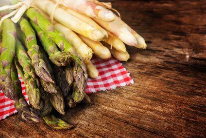 Spárga - indul a szezonja! Mi az a nyúlárnyék? Népies nevén a spárga. A spárga számos előnyös tápanyag forrása, többek között mint általában a zöldségek, kitűnő rostforrás is. Recept ötletekkel