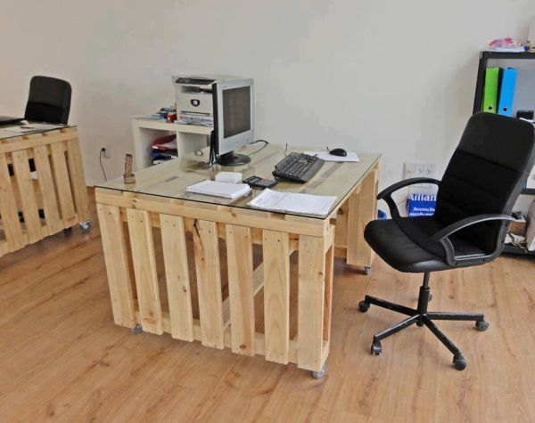 DIY Minimalist Pallet Desk