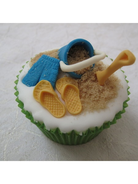 Cup cake decorating days with a seaside theme with Lou Wood in Tewkesbury, Glos. UK