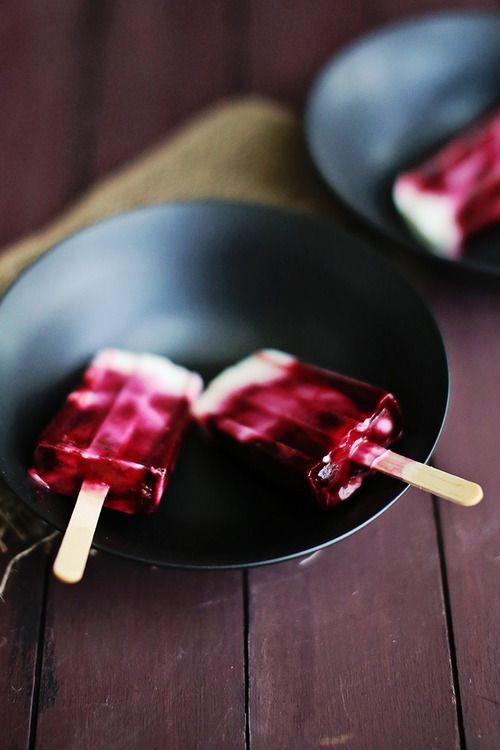 Recipe: Blackberry Swirl Frozen Yogurt PopsSwirls Frozen, Blackberries ...