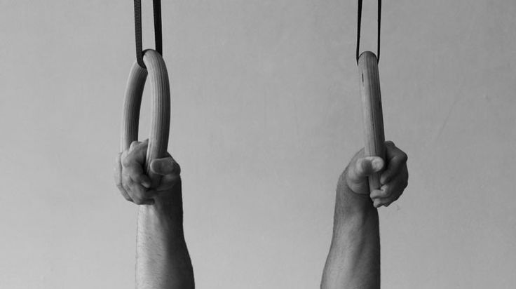 The way you grip your gymnastic rings makes a big difference. Learn the 3 most important gymnastic rings grips.