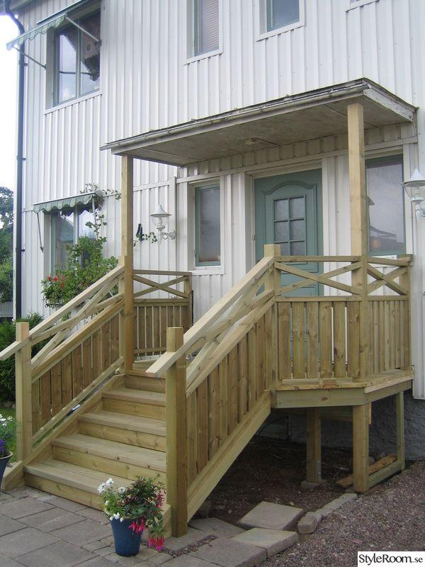 Ska bygga en ny trappa i trä + räcke & även bygga ett tak (sadeltak) över. Det ska bli spottar i trappan & i taket. Sambon har rivit träräcket & stentrappan har rivits.  Nu finns det för, under & efterbilder på hur trappen har vuxit fram under veckan som gått. Under sommaren ska taket rivas & ett...