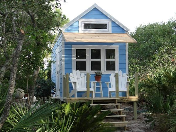 This little beach cottage is on wheels! Isn't she sweet? The roof and deck are removable. -Ginn -by signatour tiny houses 001   Little Beach Cottage on Wheels: By SignaTour Tiny Houses