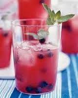 Cocktail με καρπούζι και βατόμουρα