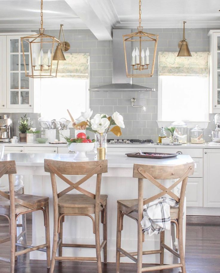 "95 Likes, 5 Comments - Shanna (@simplyshannahome) on Instagram: ""How gorgeous is this kitchen?? It belongs to my sweet friend Laura @laura_willowstreetinteriors her…"""