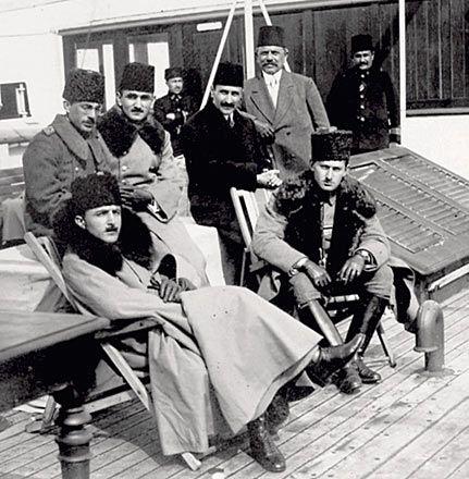 Enver Pasha, Omer Faruk Efendi and princes on board to the Gallipoli Front