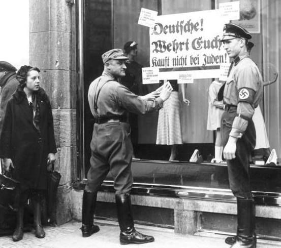 Members of the SA enforce the boycott of Jewish stores. 1 April 1933 http://wrhstol.com/2dMI2wq