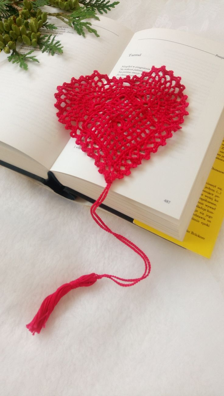 Crocheted bookmark https://wrytmnici.blogspot.com/