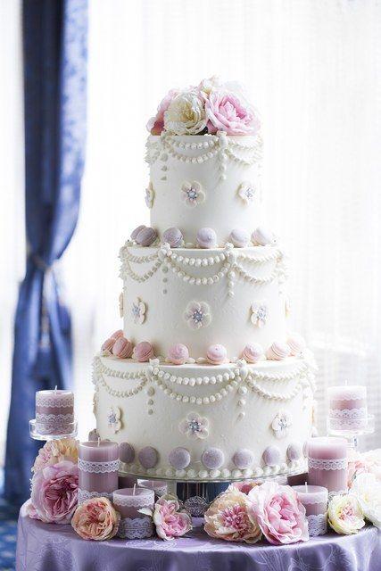 成田ビューホテル|結婚式場写真「ウェディングケーキもおふたりらしさを演出できるアイテムのひとつ。 ご要望をお聞かせください。」 【みんなのウェディング】
