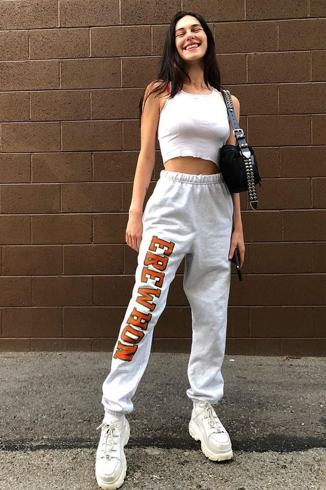 These spring weekend outfits are universal crowd pullers