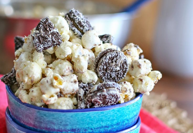 Reese's Oreo Popcorn - OMG this has to happen!