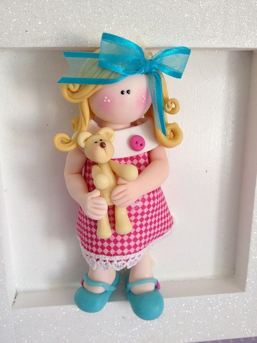 Cuadro para dormitorio de niñas, con muñequita de cerámica en frio