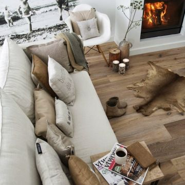 Kerstboom eruit, plant erin #zusss #interior #rustic #wood #fireplace