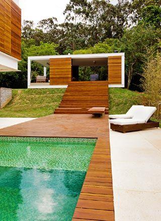 Confira 10 piscinas residenciais que reverenciam a arquitetura moderna - Arcoweb